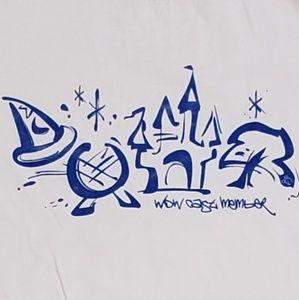 👕EUC👕 Disney Castle Member Tshirt